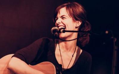 03. August: Schulkonzert mit Kate Rena